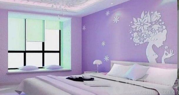 【中國硅藻泥網 www.chinagzn.cn】整個家居空間裝修時,不僅僅要注重綠色環保,裝飾效果不可忽視。因為每種不同款式的色彩,對長期身處其中的人會產生不同的心理影響,繼而影響到居住者的生活,所以在裝修前要了解一些室內裝修色彩搭配常識。 巧用粉色要小心  大量的粉色裝潢會讓人心情煩躁。有的新婚夫婦為了調節新居氣氛,喜歡用粉紅色制造浪漫。但是,濃重的粉紅色硅藻泥會讓人精神一直處于亢奮狀態,過一段時間后,居住其中的人心情會產生莫名其妙的心火,引起煩躁情緒。建議粉紅色硅藻泥作為居室內裝飾物的點綴出現,或將顏